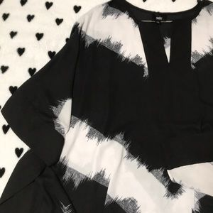 Mossimo black and white tunic